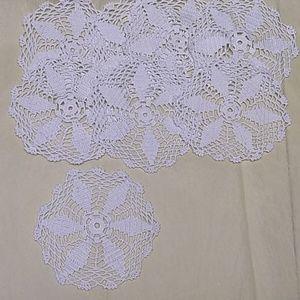 ✓✓Handmade dollies in crochet set of 8
